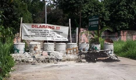 Sengketa Lahan, Akses Jalan ke Kecamatan Limo Diblokir