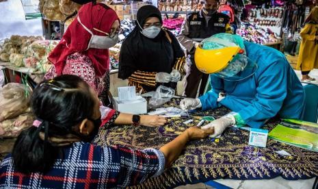 409 Pedagang Pasar di Dumai Jalani Rapid Test