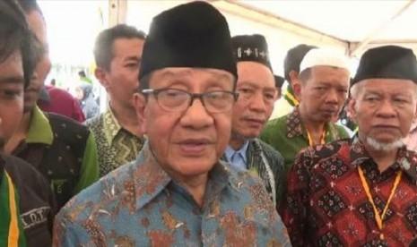Akbar Tandjung Sedih Bupati Bekasi Kena OTT KPK