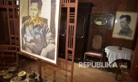 Poeze Habiskan 50 Tahun Hidupnya Teliti Sejarah Indonesia