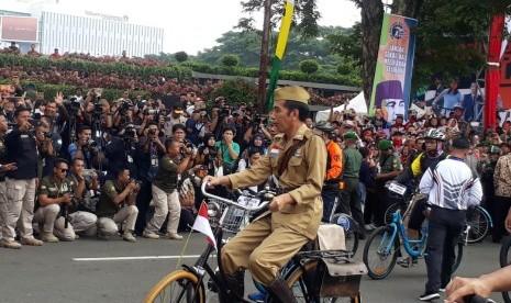 Jokowi Ungkap Alasan Pilih Kostum Pejuang di Hari Pahlawan