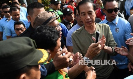 PDIP Nilai Poster Raja Jokowi Jurus Baru Kampanye Hitam