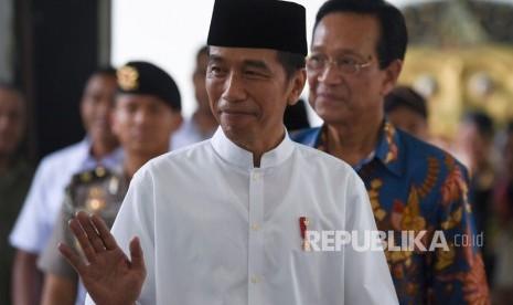 Jokowi Ajak Relawan Tepis Fitnah Kaitkan Dirinya dengan PKI