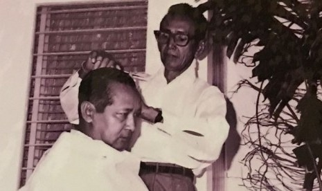 Kisah Sukarno dan Soeharto Potong Rambut  77971a3804