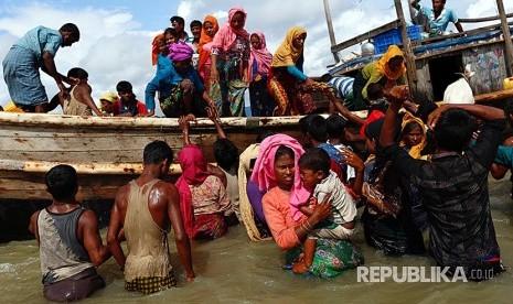 Myanmar Tahan Ratusan Orang Kapal Rohignya
