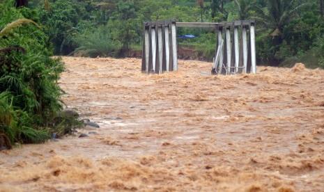 Dua Orang Meninggal Akibat Banjir di Padang