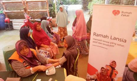 Sehatkan Lansia Lewat Program Ramah Lansia