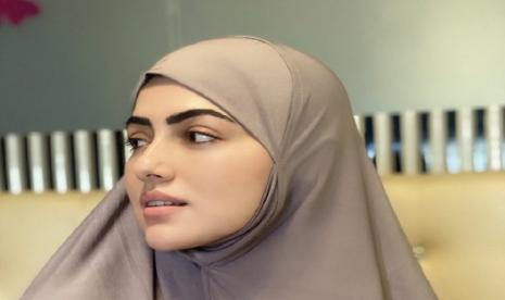 Selain Sanna Khan Tujuh Artis Bollywood Yang Jadi Muslim Republika Online