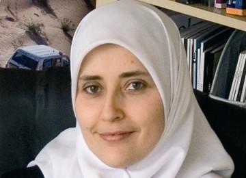 Sarah Terkesan dengan Tata Cara Shalat Umat Islam