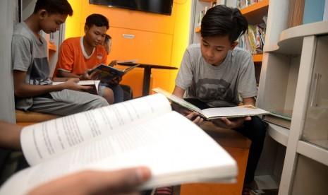 Ingin Remaja Gemar Baca Buku? Beri Mereka Teladan