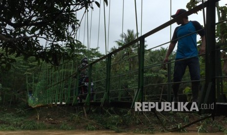 Jembatan Gantung Gerakkan Roda Perekonomian Desa