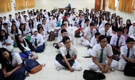 Sejumlah siswa baru mengikuti Masa orientasi siswa (MOS). (Ilustrasi)