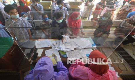 Cegah Klaster, Padang Panjang Gelar Tes Swab di Sekolah thumbnail