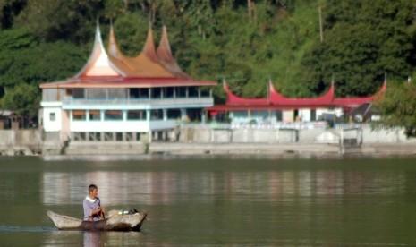 Nelayan Danau Singkarak Mengadu ke DPRD Terkait Ikan Bilih