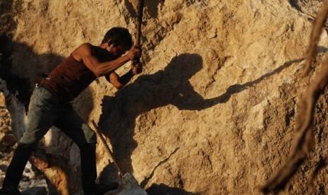 Penambang Emas Ilegal Diangkat Jadi Karyawan