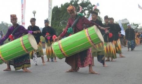 Lomba Nyongkolan Meriahkan Kirab Pemuda Nusantara