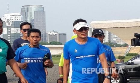 Sandiaga Berlari 10 KM Susuri Teluk Penyu
