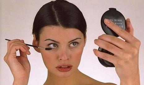 Begini Cara Make Up Agar Gigi Terlihat Putih Republika Online Mobile