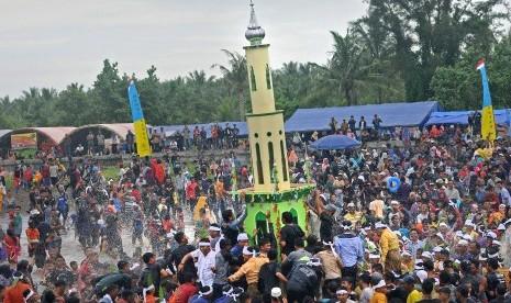 Ribuan Orang Ikuti 'Mandi Safar' di Jambi