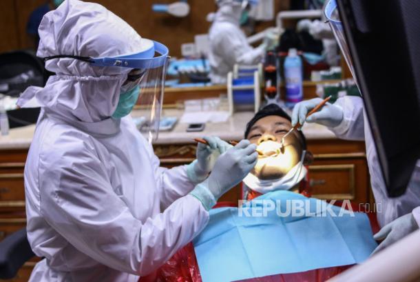 Pemeriksaan gigi. Ada beberapa kondisi kesehatan serius yang dapat diketahui hanya dengan melihat kondisi mulut dan gigi.