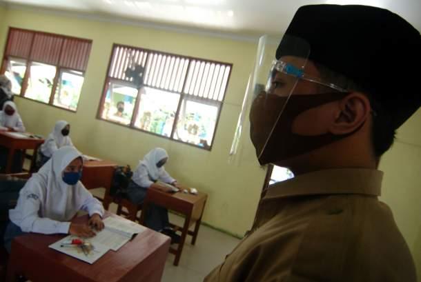 SKB Seragam Dinilai Bisa Picu Kontroversi Otonomi Daerah
