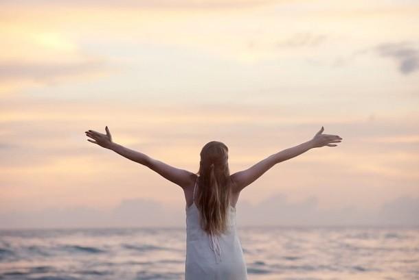 Ilmuwan Harvard menyebutkan ada tiga hal yang membuat hidup lebih bahagia.