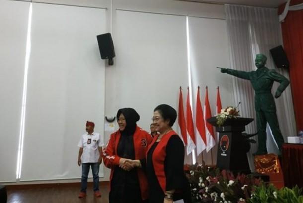 Megawati Lantik Tri Rismaharini Jadi Ketua Dpp Pdip Republika Online