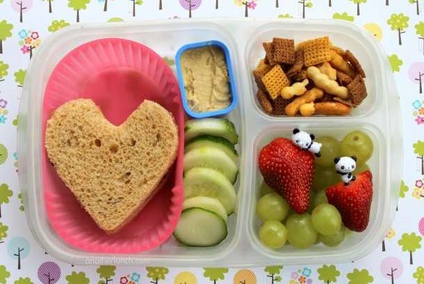 Orang tua harus kreatif menyiapkan bekal sekolah agar anak tidak merasa dipaksa melahap makanan sehat.