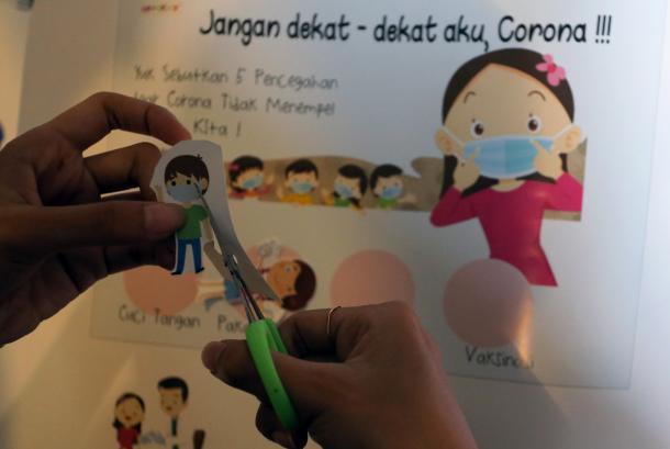 Mengajak main anak di rumah dapat membantu anak untuk tak bergantung pada gadget. (ilustrasi).