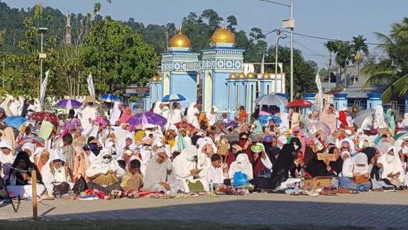Ribuan Warga Raja Ampat Terpukau Ceramah Ustadz Abdul Somad