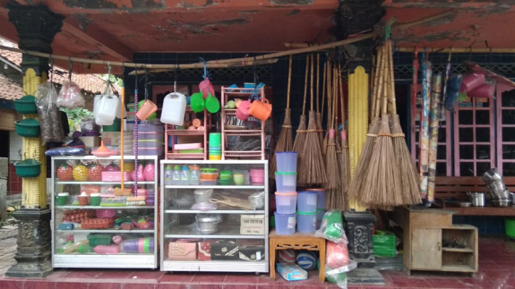 Ditinggal Suami Wafat Suyanti Usaha Perabotan Rumah Tangga Republika Online