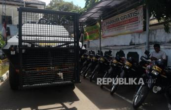 Polisi Tutup Akses Jalan Menuju PN Jaktim Jelang Putusan HRS