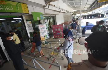 In Picture: Pembatasan Jumlah Pengunjung Toko Demi Jaga Jarak
