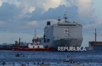 Kapal Perang TNI Beri Oksigen Gratis dan Vaksinasi