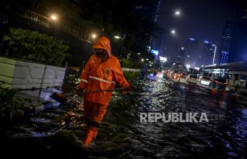 DLH DKI Jakarta Angkut 1,7 Ton Sampah