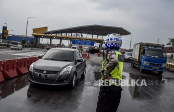 Kendaraan yang Diputar Balik di Pintu Tol Cileunyi Bertambah