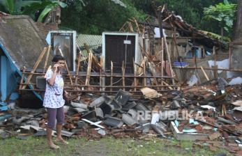In Picture: Gempa Malang Rusak Perumahan Warga di Majangtengah
