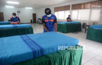 In Picture: Kelurahan Pondok Labu Siapkan Gedung Isolasi Covid-19