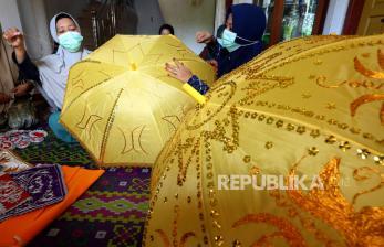In Picture: Kerajinan Payung dan  Kerajinan Kasab Khas Aceh