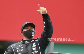 Hamilton Kalahkan Verstappen di Sesi Latihan Bebas