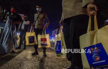 Polres Pekalongan Gandeng Wartawan Salurkan Bansos Covid-19