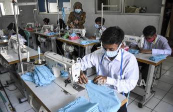 Dinas KUKUM Jabar Libatkan UKM Produksi 2 Juta Masker Kain