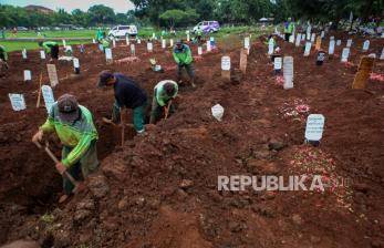 In Picture: Pemprov DKI Tambah Lahan Makam Baru untuk Jenazah Covid-19