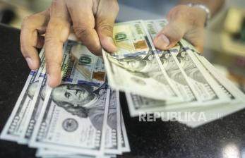 Dolar AS Melemah Ketika Sebagian Besar Pasar Keuangan Tutup