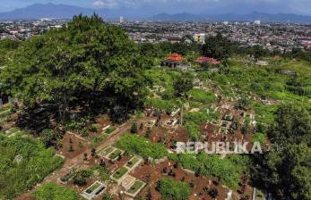 Petugas Pikul di Bandung Kewalahan Makamkan Jenazah Covid-19