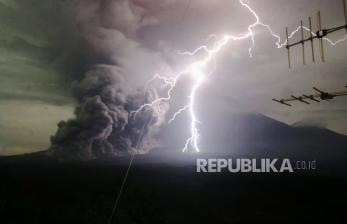 BNPB Imbau Masyarakat Waspada Letusan Gunung Semeru
