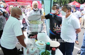 In Picture:  Parade Seblak dan Batagor Bandung