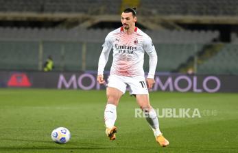 Stefano Pioli Sebut Zlatan Ibrahimovic tak Hina Wasit