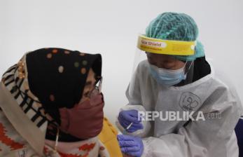 Dusun Jabung di Sleman Dampingi Lansia Vaksinasi Bersama