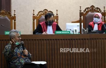 In Picture:  Ketua KPU Jadi Saksi Sidang Pengadilan Tipikor